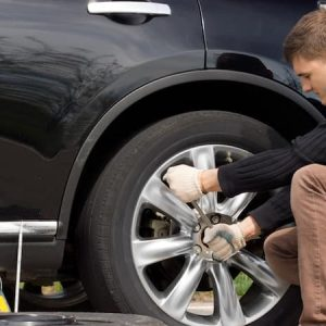 6 Easy Tips on Changing your Flat Car Tire
